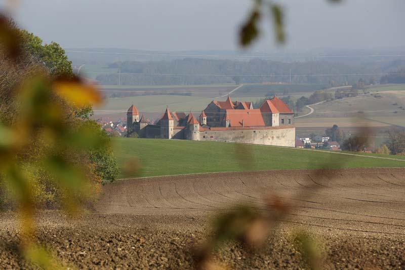 Waldruh Naturbestattung - Blick auf die Harburg